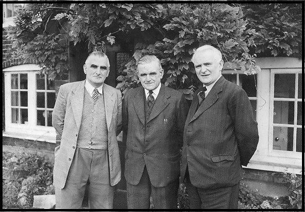 Murray, Reginald and Sydney Gibbs outside The Spinney.